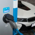 انشاء شبكة شحن عالية الطاقة للمركبات الكهربائية